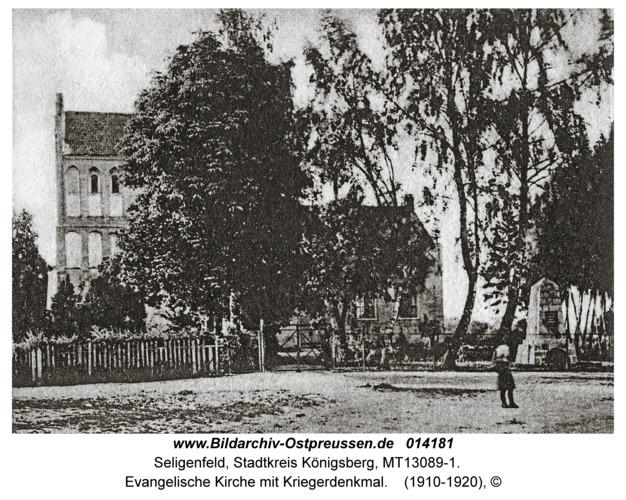 Seligenfeld, Evangelische Kirche mit Kriegerdenkmal