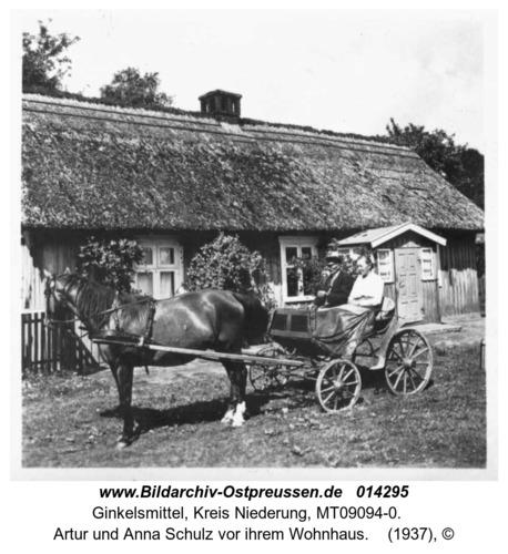 Ginkelsmittel, Artur und Anna Schulz vor ihrem Wohnhaus