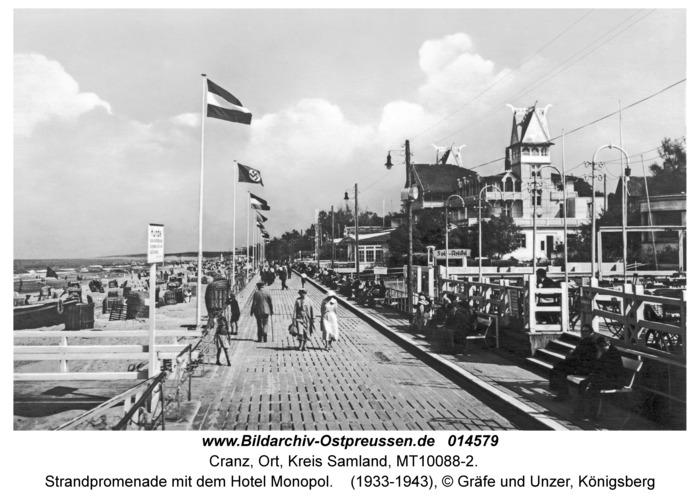 Cranz, Strandpromenade mit dem Hotel Monopol