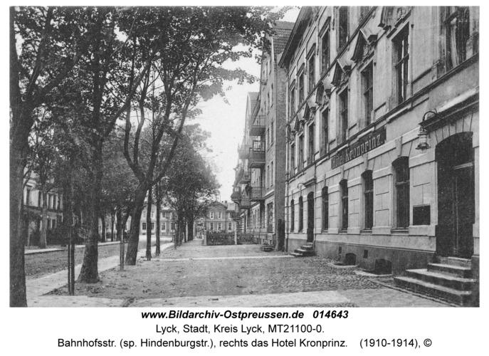 Lyck, Bahnhofsstr. (sp. Hindenburgstr.), rechts das Hotel Kronprinz