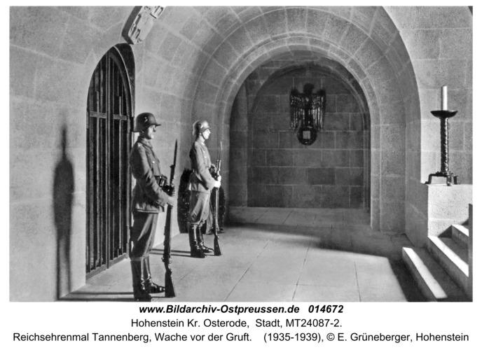 Hohenstein Kr. Osterode, Reichsehrenmal Tannenberg, Wache vor der Gruft