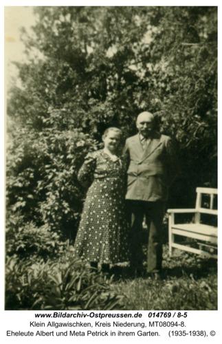 Klein Allgawischken, Eheleute Albert und Meta Petrick in ihrem Garten