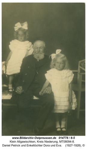 Klein Allgawischken, Daniel Petrick und Enkeltöchter Dora und Eva