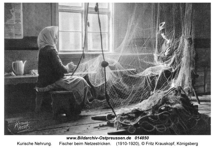 Kurische Nehrung, Fischer beim Netzestricken