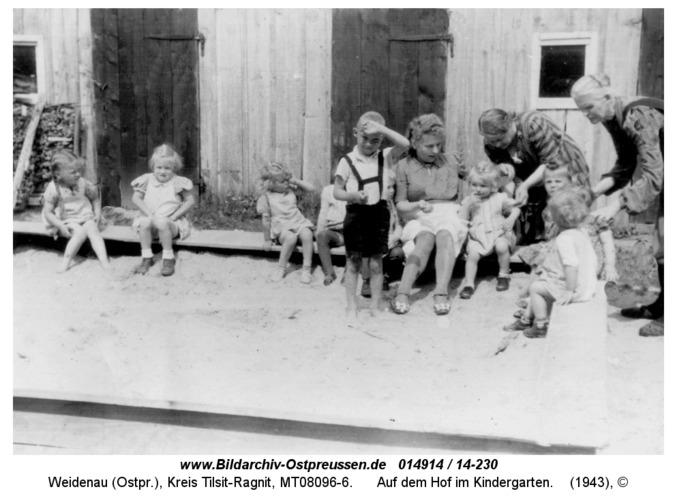 Weidenau, Auf dem Hof im Kindergarten