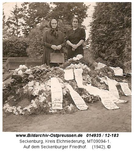 Seckenburg, Auf dem Seckenburger Friedhof