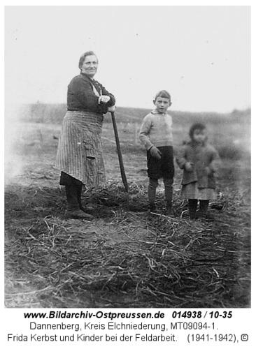 Dannenberg, Frida Kerbst und Kinder bei der Feldarbeit