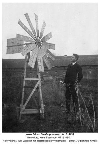 Narwickau, Hof Wiesner, Willi Wiesner mit selbstgebauter Windmühle