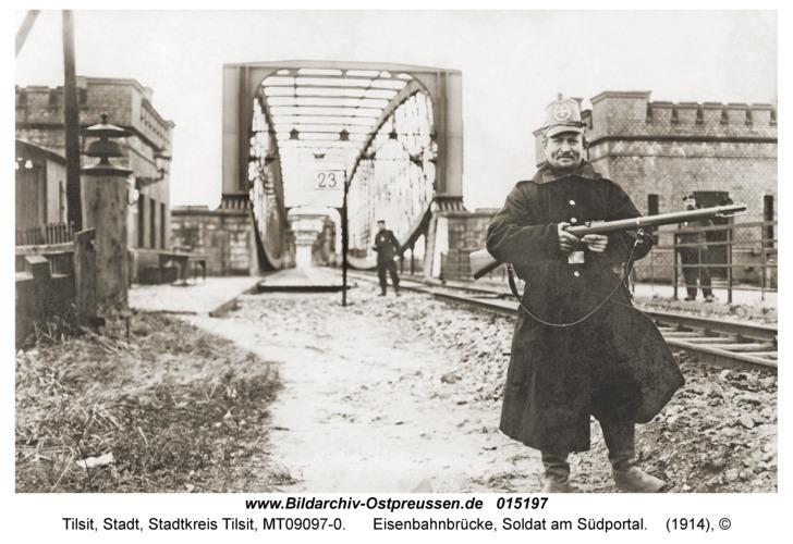 Tilsit, Eisenbahnbrücke, Soldat am Südportal