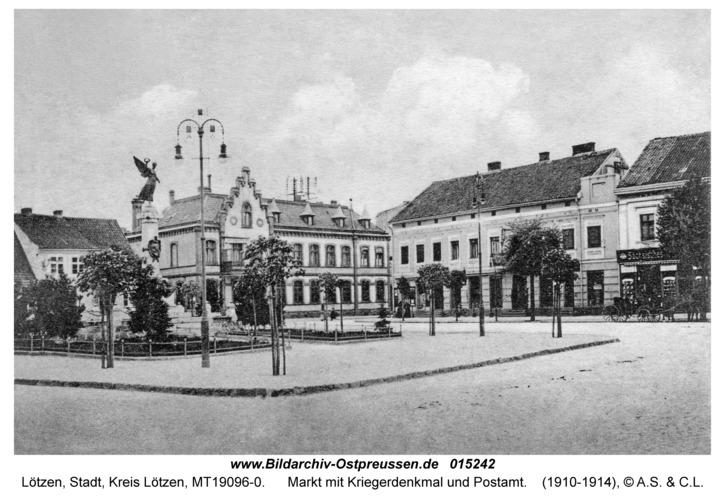 Lötzen, Markt mit Kriegerdenkmal und Postamt