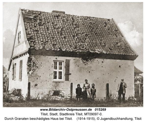 Tilsit, Durch Granaten beschädigtes Haus bei Tilsit