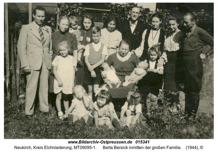 Neukirch, Berta Bersick inmitten der großen Familie