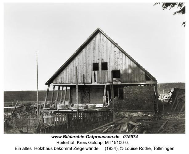 Reiterhof, Ein altes Holzhaus bekommt Ziegelwände