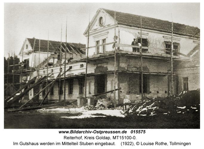 Reiterhof, Im Gutshaus werden im Mittelteil Stuben eingebaut