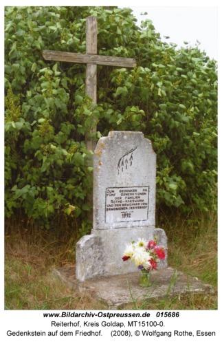 Reiterhof, Gedenkstein auf dem Friedhof