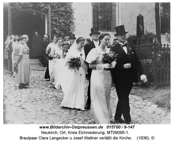 Neukirch, Brautpaar Clara Langecker u Josef Wallner verläßt die Kirche