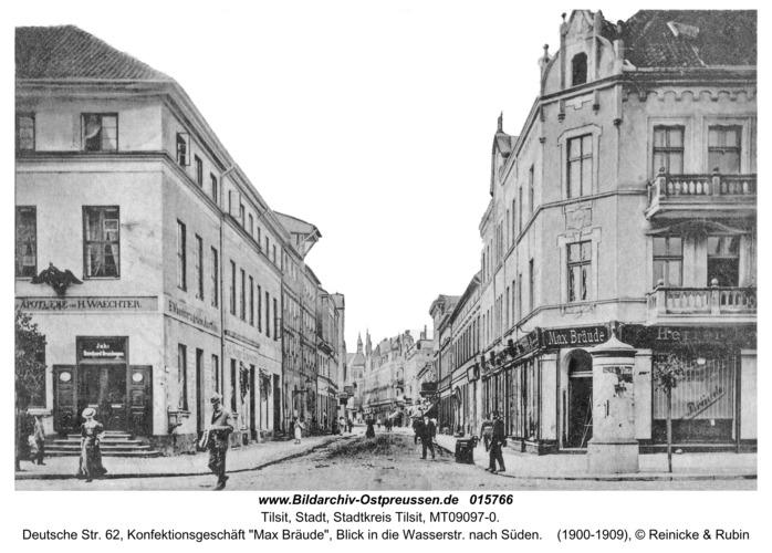 """Tilsit, Deutsche Str. 62, Konfektionsgeschäft """"Max Bräude"""", Blick in die Wasserstr. nach Süden"""