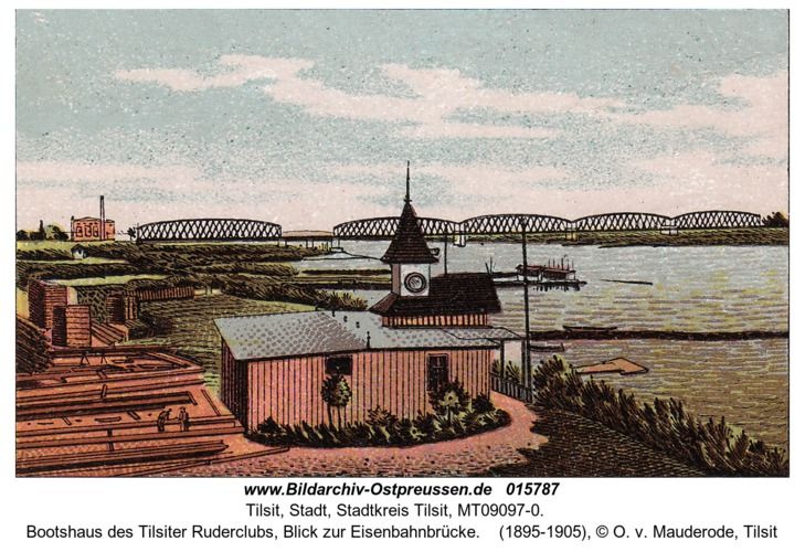 Tilsit, Bootshaus des Tilsiter Ruderclubs, Blick zur Eisenbahnbrücke