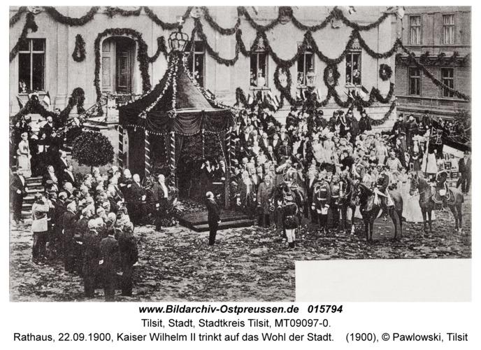 Tilsit, Rathaus, 22.09.1900, Kaiser Wilhelm II trinkt auf das Wohl der Stadt