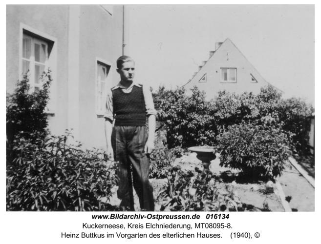 Kuckerneese, Heinz Buttkus im Vorgarten des elterlichen Hauses