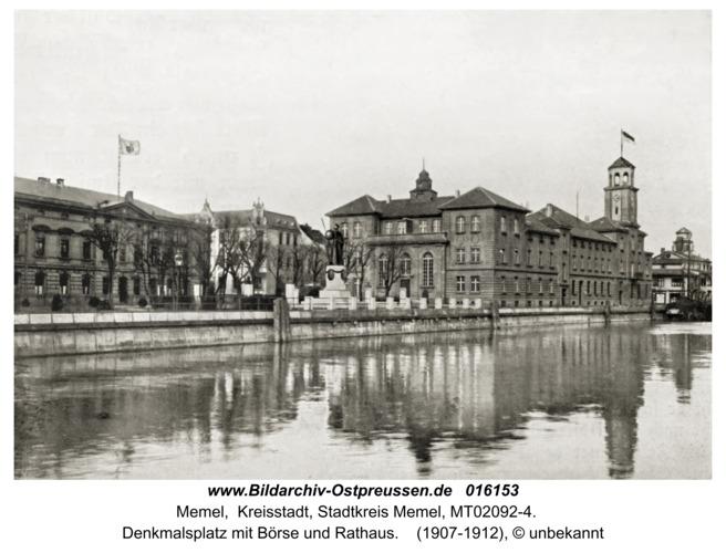Memel, Denkmalsplatz mit Börse und Rathaus