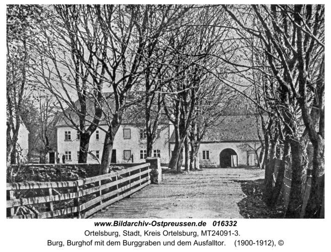 Ortelsburg, Burg, Burghof mit dem Burggraben und dem Ausfalltor
