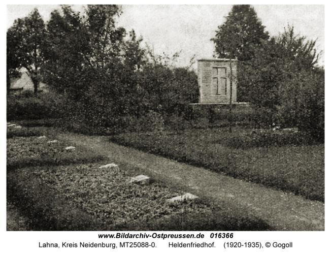 Lahna, Heldenfriedhof