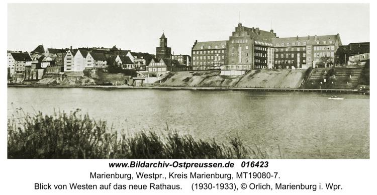 Marienburg, Blick von Westen auf das neue Rathaus