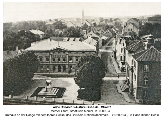 Memel, Rathaus an der Dange mit dem leeren Sockel des Borussia-Nationaldenkmals