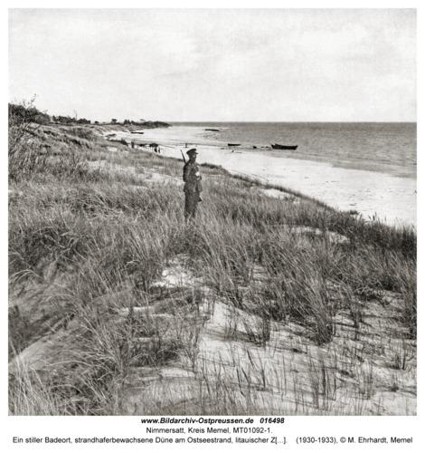 Nimmersatt, Ein stiller Badeort, strandhaferbewachsene Düne am Ostseestrand, litauischer Zollwächter
