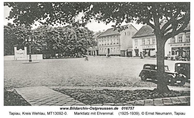 Tapiau, Marktlatz mit Ehrenmal