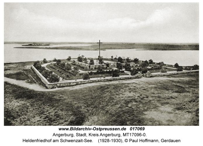 Angerburg, Heldenfriedhof am Schwenzait-See