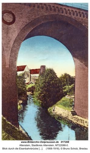 Allenstein, Blick durch die Eisenbahnbrücke auf das Schloss