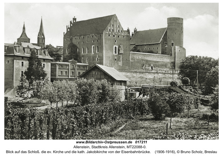Allenstein, Blick auf das Schloß. die ev. Kirche und die kath. Jakobikirche von der Eisenbahnbrücke