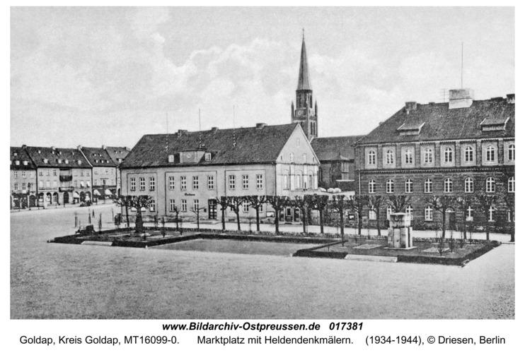 Goldap, Marktplatz mit Heldendenkmälern