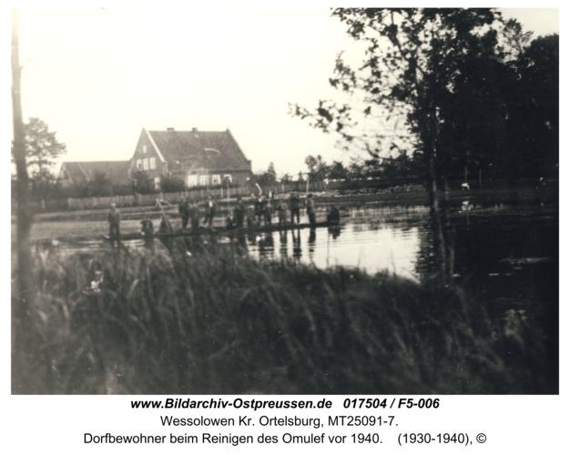 Fröhlichshof, Dorfbewohner beim Reinigen des Omulef vor 1940