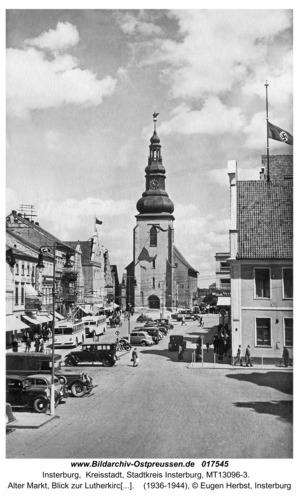 Insterburg, Alter Markt, Blick zur Lutherkirche, rechts Altes Rathaus