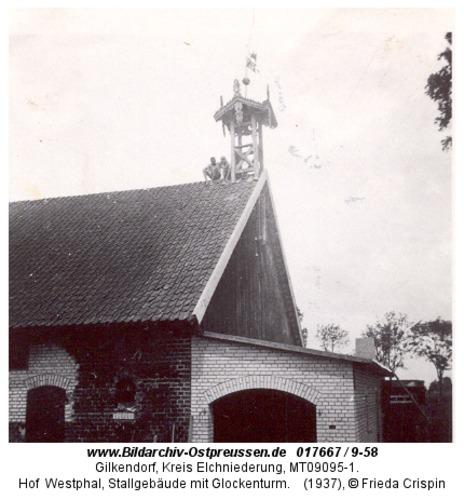 Gilkendorf, Hof Westphal, Stallgebäude mit Glockenturm