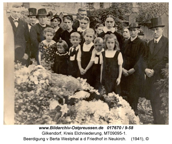 Gilkendorf, Beerdigung v Berta Westphal a d Friedhof in Neukirch