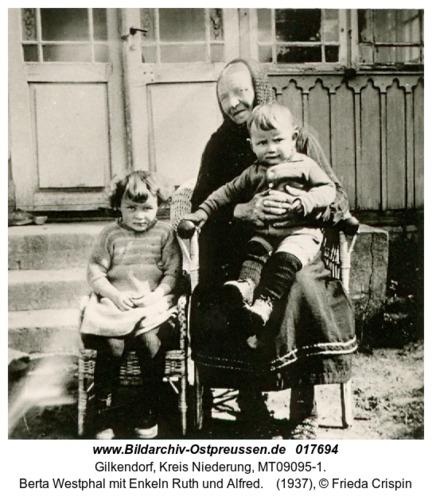 Gilkendorf, Berta Westphal mit Enkeln Ruth und Alfred