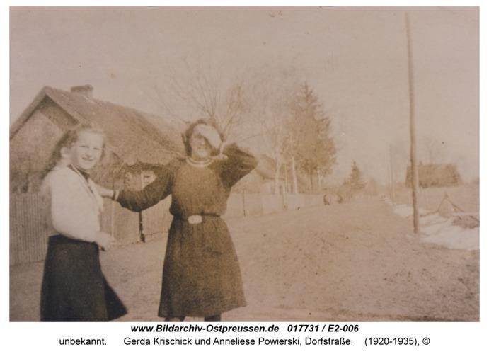 Eckwald, Gerda Krischick und Anneliese Powierski, Dorfstraße