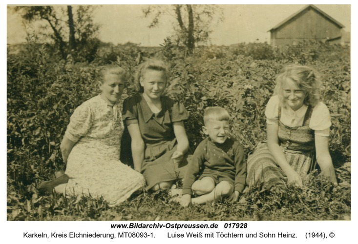 Karkeln, Luise Weiß mit Töchtern und Sohn Heinz