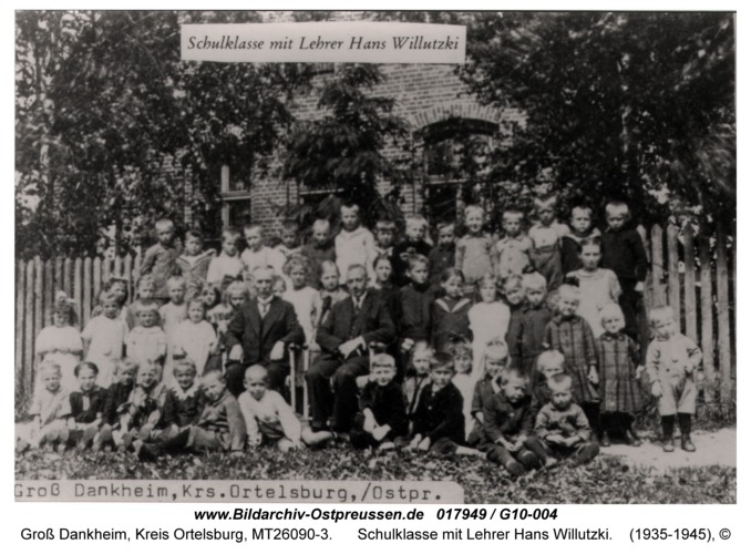 Groß Dankheim, Schulklasse mit Lehrer Hans Willutzki