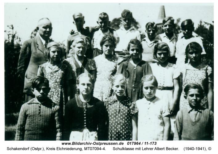 Schakendorf, Schulklasse mit Lehrer Albert Becker