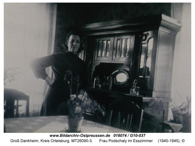 Groß Dankheim, Frau Podschaly im Esszimmer