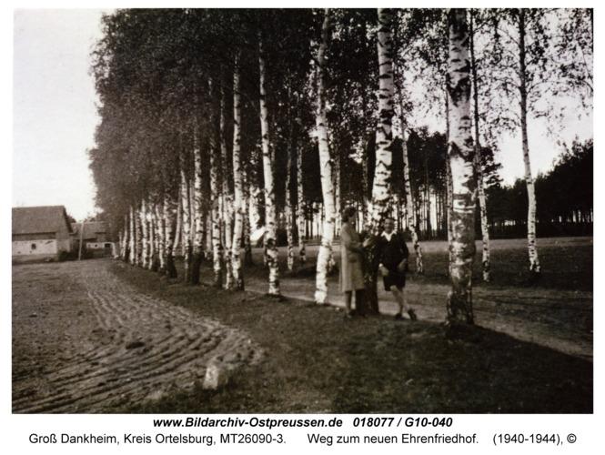 Groß Dankheim, Weg zum neuen Ehrenfriedhof