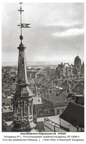 Königsberg, Turm des altstädtischen Rathauses (Vordergrund), Synagoge (Hintergrund)