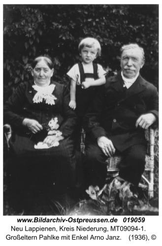 Neu Lappienen, Großeltern Pahlke mit Enkel Arno Janz
