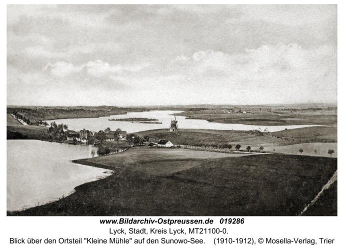 """Lyck, Blick über den Ortsteil """"Kleine Mühle"""" auf den Sunowo-See"""