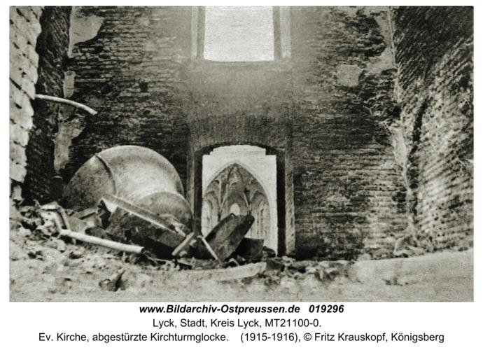 Lyck, Ev. Kirche, abgestürzte Kirchturmglocke